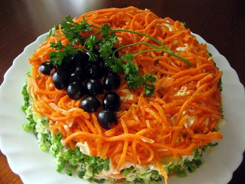 салат с копченой грудкой и морковкой по-корейски