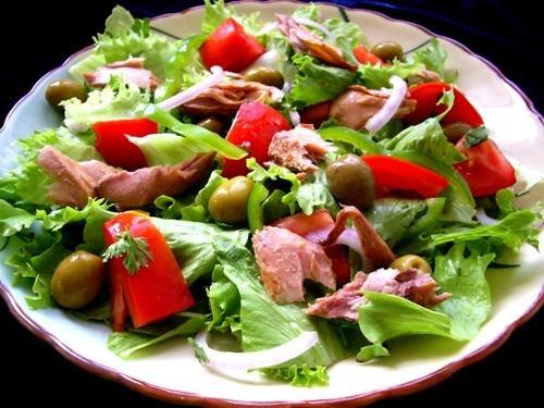 Салат с тунцом и перцем